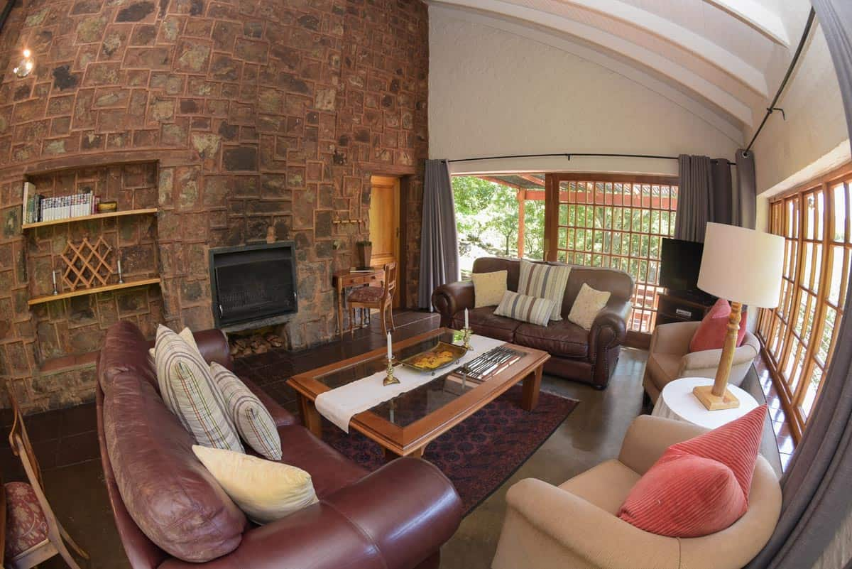 Walkersons Canyon Cottage living room