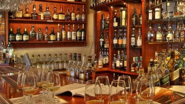 dullstroom activities - wild about whiskey tasting bar